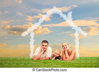 Glückliches Paar und Haus