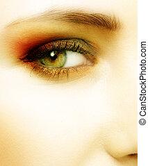 Grünes Auge einer Frau