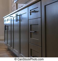 griffe, cabinetry, schöne , weißes, quadrat, unter, schubladen, countertop, schwarz