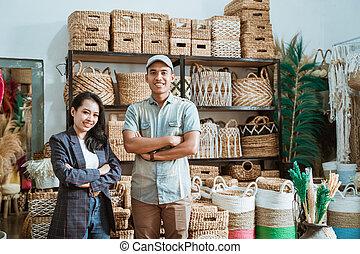 hände, handwerke, handgearbeitet, asiatisch, unternehmer, paar, hintergrund, gekreuzt, regal