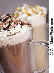 Heiße Schokolade und Kaffeegetränke