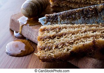 Honigkuchen mit Walnuss und Karamellcreme.