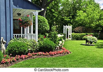 Im Vorgarten eines Hauses