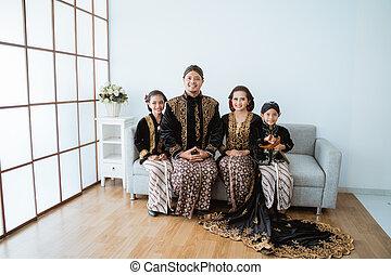 javanese, porträt, clothes., traditionelle , glücklich, tragen, familie