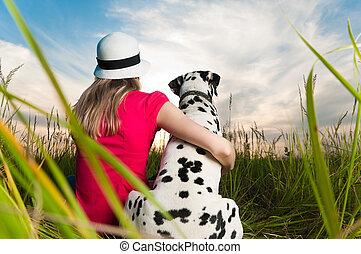 Junge Frau mit ihrem Hundetier