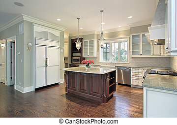 Küche mit Granitinsel.