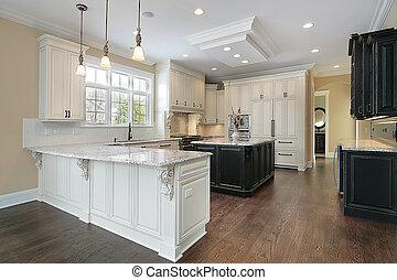 Küche mit weißem Schrank