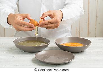 küchenchef, ei, rgeöffnete, organische , eins, getrennt, eigelb, hände