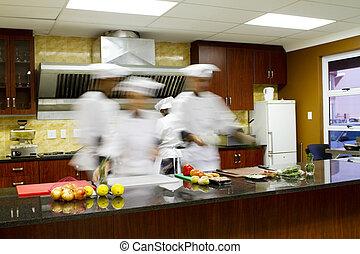 Küchenchefs kochen in der Küche