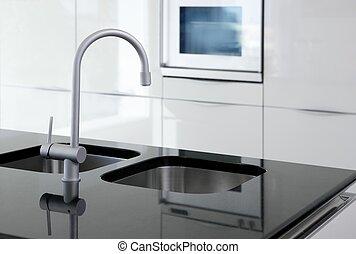 Küchenhahn und Ofen modern, schwarz-weiß