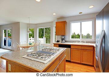 Küchenzimmer mit Granit Top Insel.