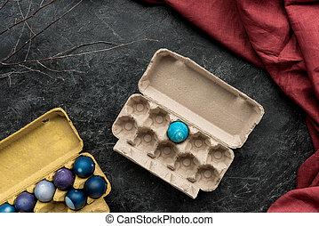 kartons, gemalt, eier, dunkler hintergrund, weißes, huhn