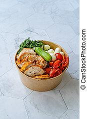 /, kirschen, kasten, weg, gurke, soße, pesto, vinaigrette, container., mozzarella, paket, organische , schüssel, spinat, nehmen, tomaten, huhn, soße, pikant, gesunde, soße, kugeln, plastik
