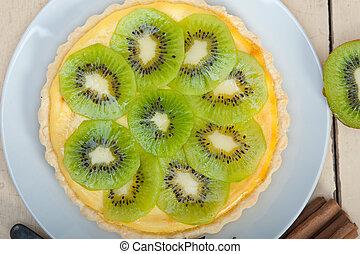Kiwi Kuchentorte und Gewürze.