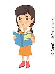 Kleine kaukasische Schulmädchen liest ein Buch.