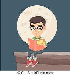 Kleiner Junge liest ein Buch auf dem Dach des Hauses