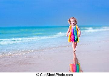 Kleines Mädchen am Strand.