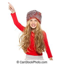 Kleines Mädchen, Wintertanz mit rotem Hemd und Pelzmütze