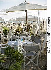 Kleines Restaurant am Strand.