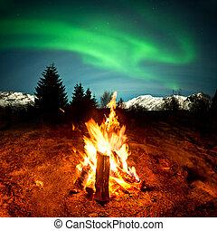 Lagerfeuer beobachten Nordlichter