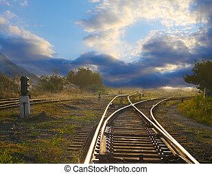 Landschaft mit Eisenbahnschienen.