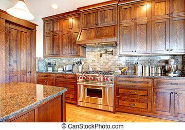 Luxurige Kiefernholz, wunderschöne Küche, Innenausstattung.
