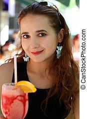 Mädchen mit einem Drink