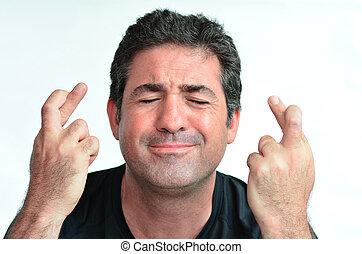 Männer mit gekreuzten Fingern hoffen auf Glück