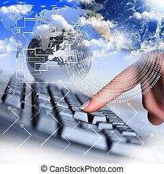 Menschliche Hand und Computer Tastatur