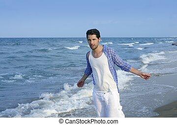 Mittelmeer-Latin junger Mann am Strand