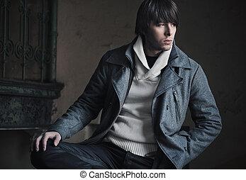 Mode-Foto eines hübschen Kerls