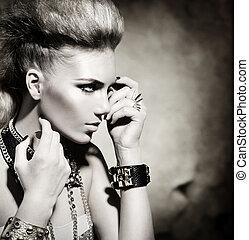 Mode-Rocker-Model-Mädchen-Porträt. Schwarz und weiß