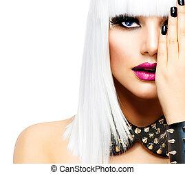 Mode-Schönheits-Mädchen. Eine Punk-Stil-Frau isoliert auf weiß
