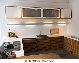 Moderne, trendige, saubere Linien entwerfen Holzküche