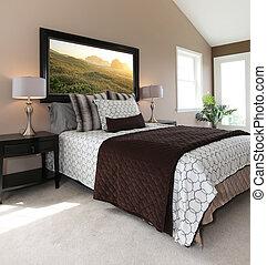 Modernes braunes und weißes Bett mit Nachttisch.