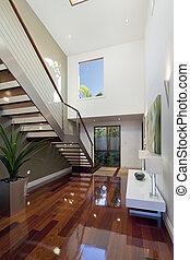 Modernes Haus mit Treppe