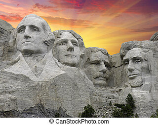 Mount Rushmore bei Sonnenuntergang, USA.