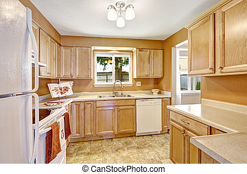 Neue Küchenschränke mit weißen Geräten.