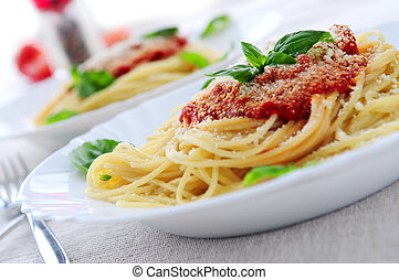 Nudeln und Tomatensoße