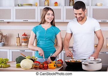 paar, kochen, junger, zusammen, zusammen., glücklich, kueche