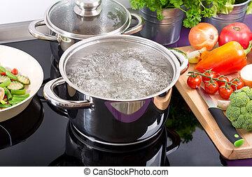 Pan aus kochendem Wasser.