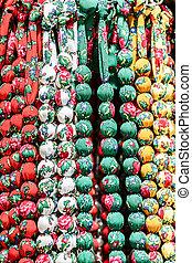 Perlen aus verschiedenen farbigen Stoffen