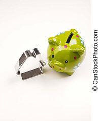 Piggy Bank mit Hausform, Finanzkonzept.