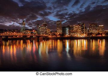Portland, Downtown, Skyline in der Nacht