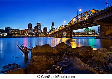 Portland oregon skyline in blauer Stunde.