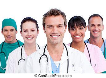 Porträt eines lächelnden medizinischen Teams