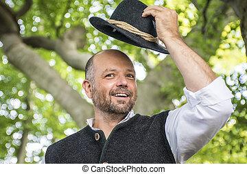 Portrait des traditionellen bavarischen Mannes.