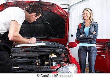 Professioneller Automechaniker und Klient.