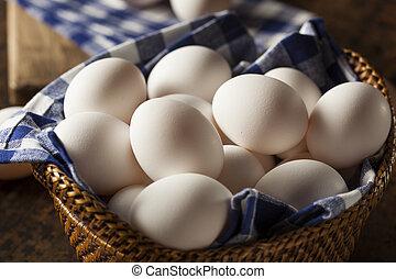 Raw organische weiße Eier.