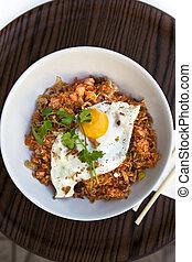 Reis und Ei.